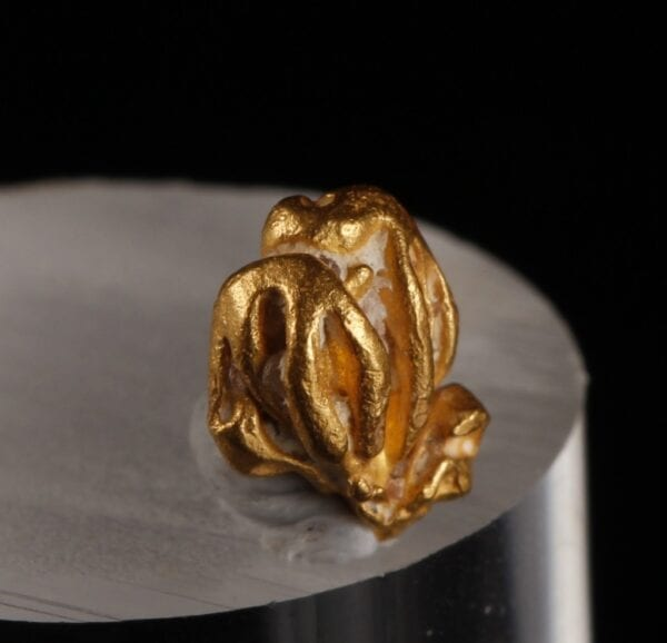 gold-crystal-2031018079