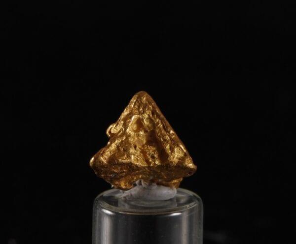 pyramid-gold-crystal-1803887295
