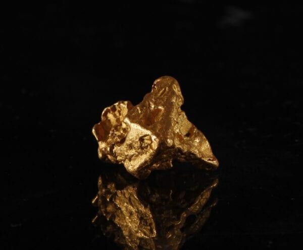 pyramid-gold-crystal-408189341