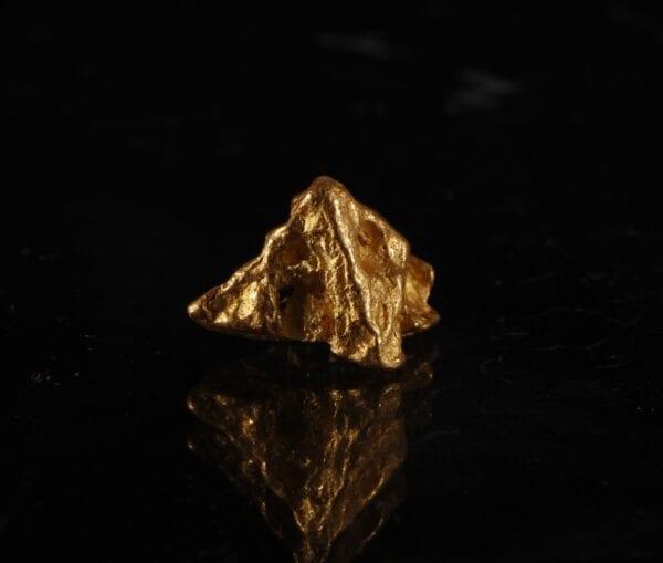 pyramid-gold-crystal-559778586