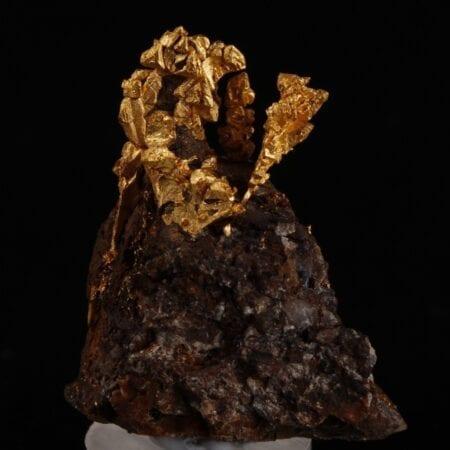 gold-crystals-matrix-168292307