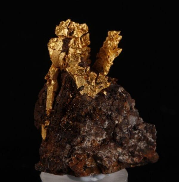 gold-crystals-matrix-83932149