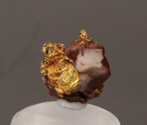 gold-brecciated-quartz-569986496