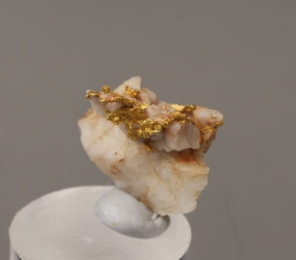gold-brecciated-quartz-592034161