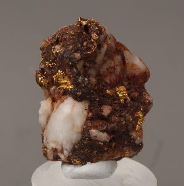 gold-brecciated-quartz-608290366