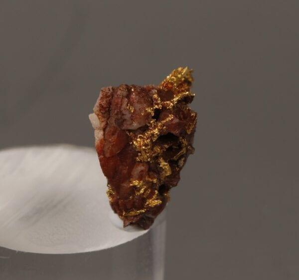 gold-brecciated-quartz-928234087