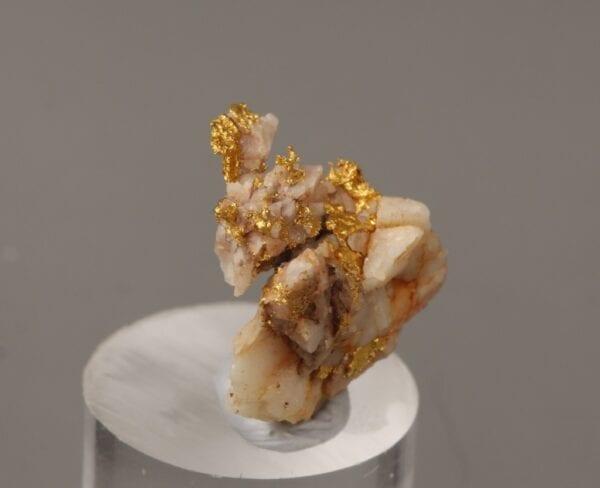 gold-brecciated-quartz-947983344