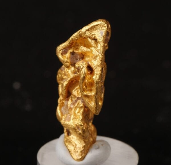 gold-crystal-1020285082