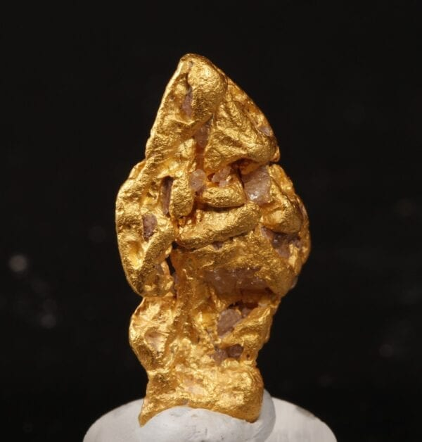 gold-crystal-168626989