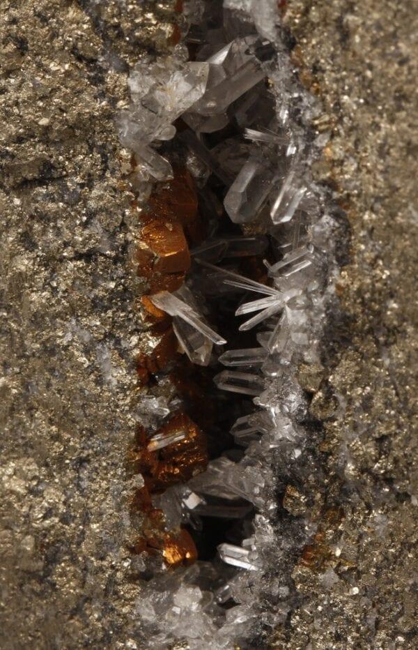 quartz-pyrite-429681110
