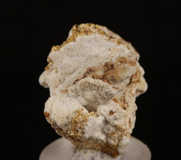 crystallized-gold-675495804