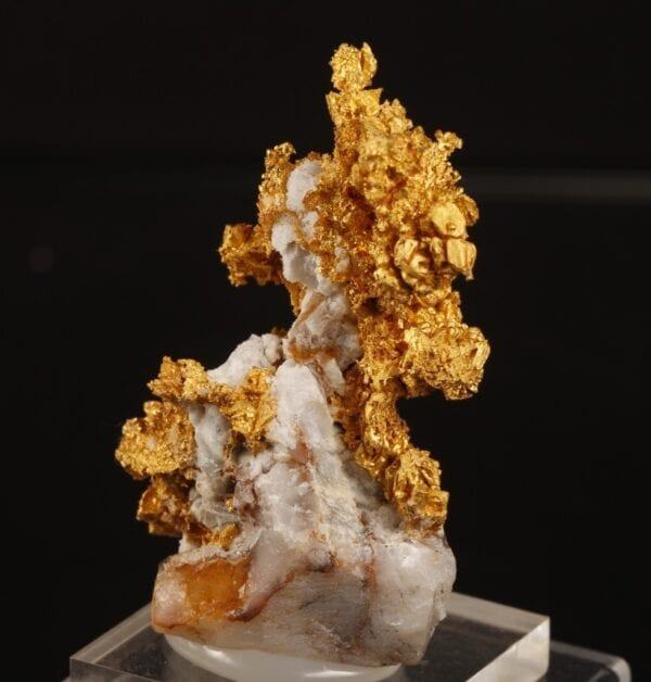 crystallized-gold-551795164