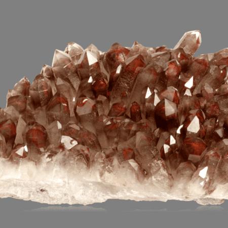 hematite-included-quartz-418659914